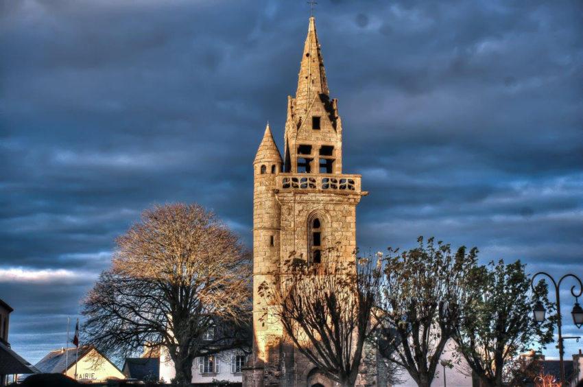 Le clocher de l'ancienne église de Taulé